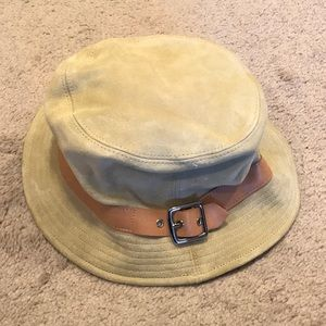 👒 COACH Leather Bucket Hat